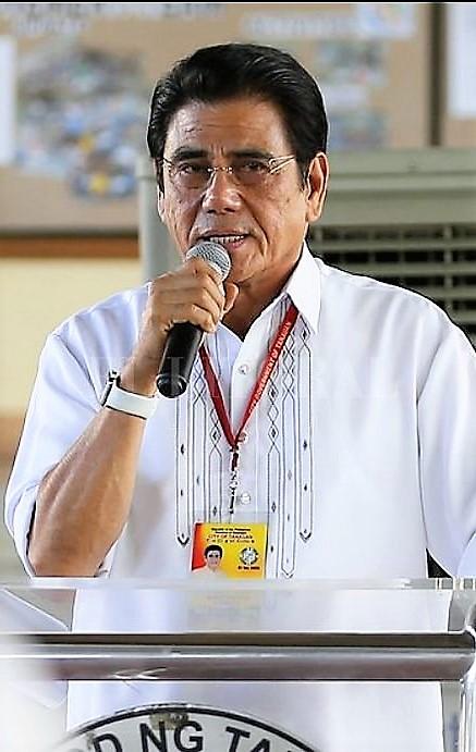 Un francotirador ejecutó a un alcalde filipino que hacía desfilar a los narcotraficantes.