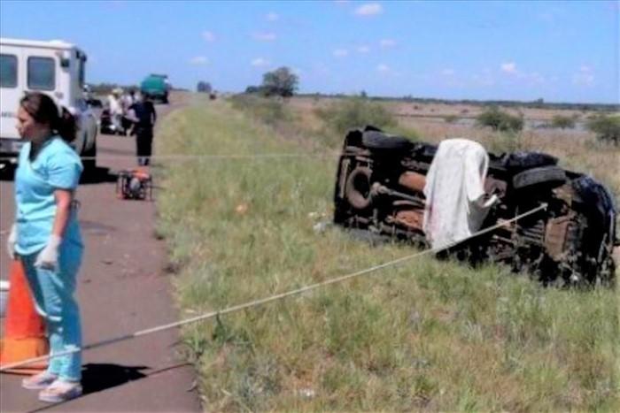Paso de los Libres: Una camioneta despistó y volcó, hay tres muertos dos de Reconquista